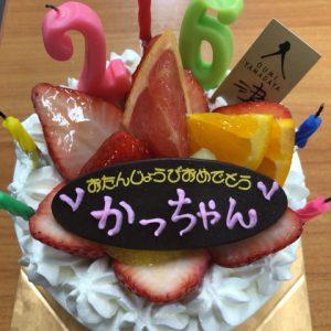 大好きなヤマダヤのケーキでお誕生日をお祝いしていただきました。゚・(。ノД`)ありがとうございます!