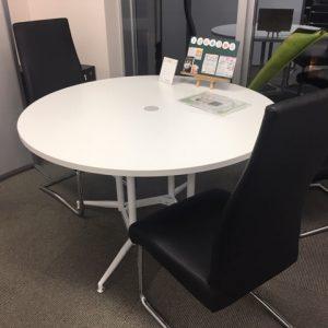 オフィスの模様替えをしました♪面接ブースもスマートな感じになりました