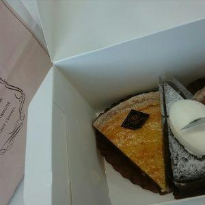 営業のHさんからケーキいただきました(*´∇`*)甘さ控えめでとても美味しかったです♬ごちそうさまでした!
