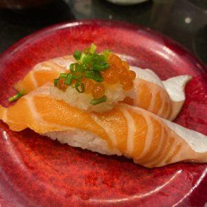 先日お昼にお寿司をごちそうになりました🍣サーモン美味しかったです